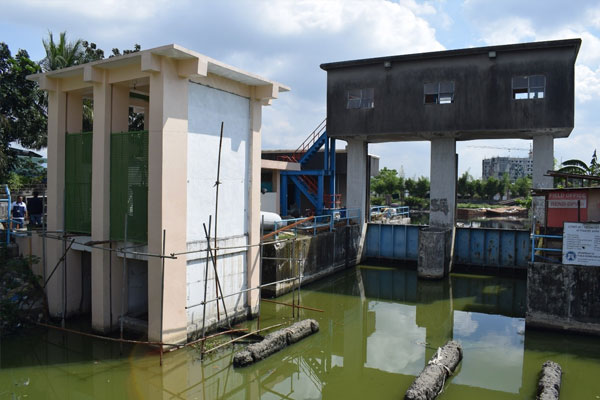 Secretary Villar announced the completion of two pumping stations to improve management of flood waters in various Barangays in Malabon during the rainy season / DPWH