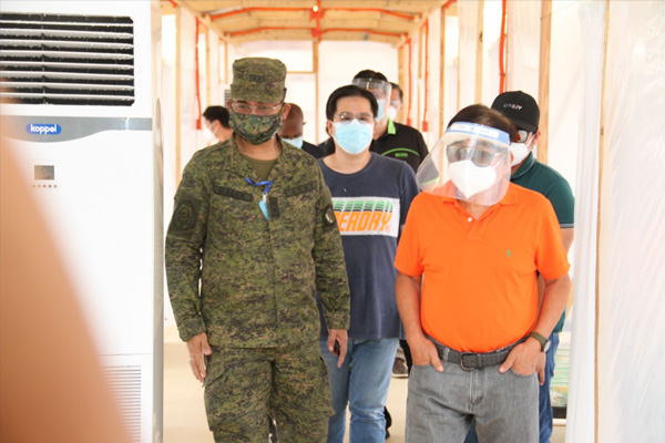 The Chief Engineer, AFP Major General William Ilagan together with Caloocan City Mayor Oscar Malapitan inspect the newly built Emergency Quarantine Facility in Caloocan Sports Complex on May 14, 2020 (Photo by MSgt Meynard Caguicla (FS) PA/ PAO AFP)