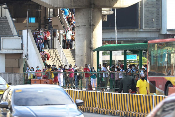 Commuters waiting for the next bus reach the stairs of the Metro Rail Transit Line 3 North Avenue station in Quezon City on Monday (Sept. 14, 2020) / PNA