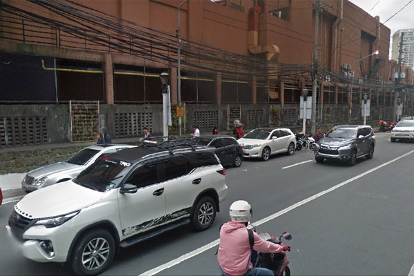 Parked vehicles along Greenhills / Google Maps