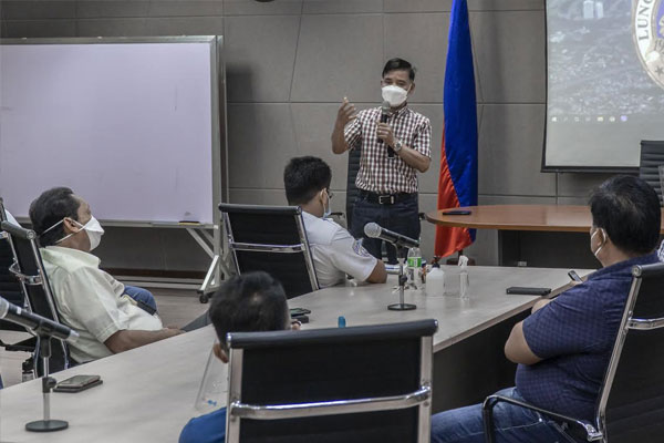 Mayor Jaime Fresnedi convenes the city%u2019s Barangay Chairmen and members of Muntinlupa City Council on Tuesday to discuss MECQ guidelines and amendments with local ordinance to respond to the change of community quarantine status. Fresnedi orders local execs to implement stricter quarantine measures in the communities in a bid to curb COVID-19 in the city.