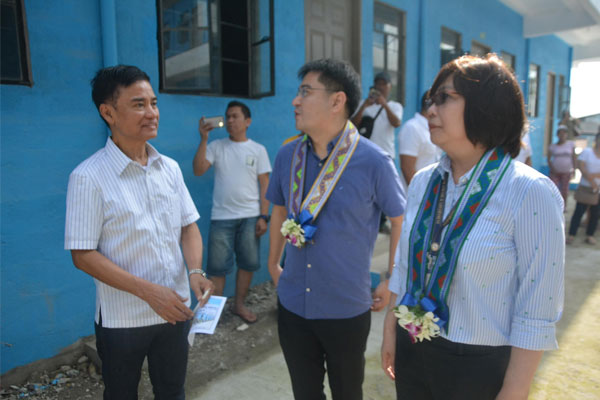 Mayor Jaime Fresnedi, DILG Muntinlupa Director Silvestre Barrameda Jr., and DILG-NCR Director Ma. Lourdes Agustin inspect 200 housing units at Harmony Ville, Brgy. Cupang last August 13. Fresnedi