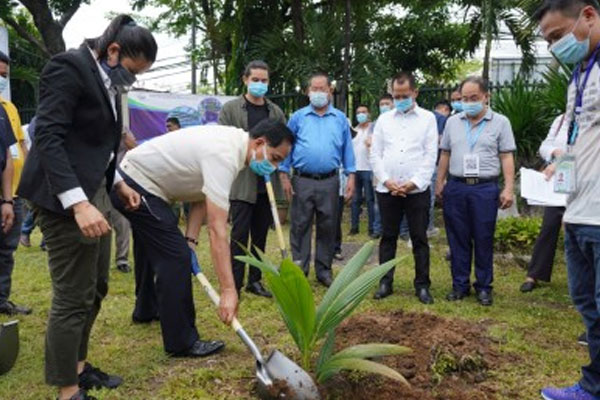Agriculture Secretary William Dar leads the launching of the Plant, Plant, Plant Program together with Youth Ambassador for Agriculture and Agribusiness James Reid in Quezon City on Tuesday (May 26, 2020) / PNA
