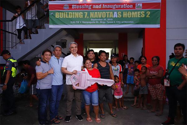 Navote%uFFFDo families get new home