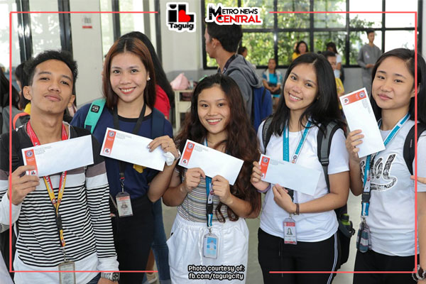 Taguig City University students claim P5k financial assistance