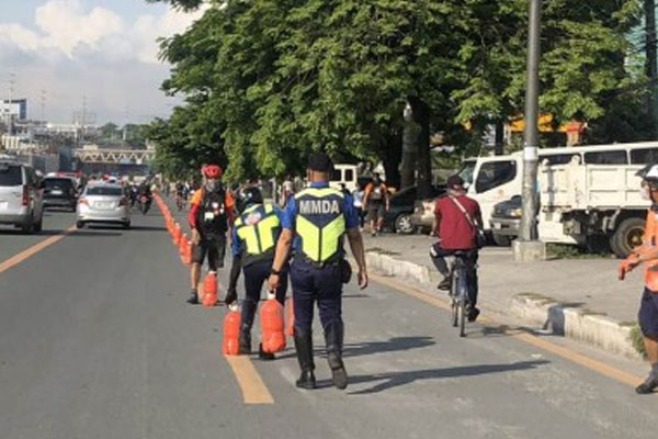 Enforcers of the Metropolitan Manila Development Authority (MMDA) remove the improvised markers of a bike lane created by a cyclists' group on Wednesday (June 3, 2020) / Photo courtesy of MMDA Spokesperson Celine Pialag