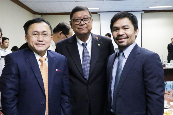 Philippine Sports Commission Chairman William Butch Ramirez with Senators Christopher Lawrence Bong Go (left) and Manny Pacquiao (right). / PNA / Rainier Eubra
