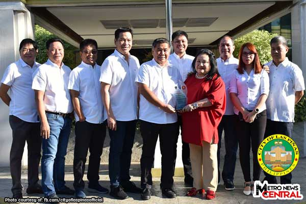 Las Piñas receives outstanding awards