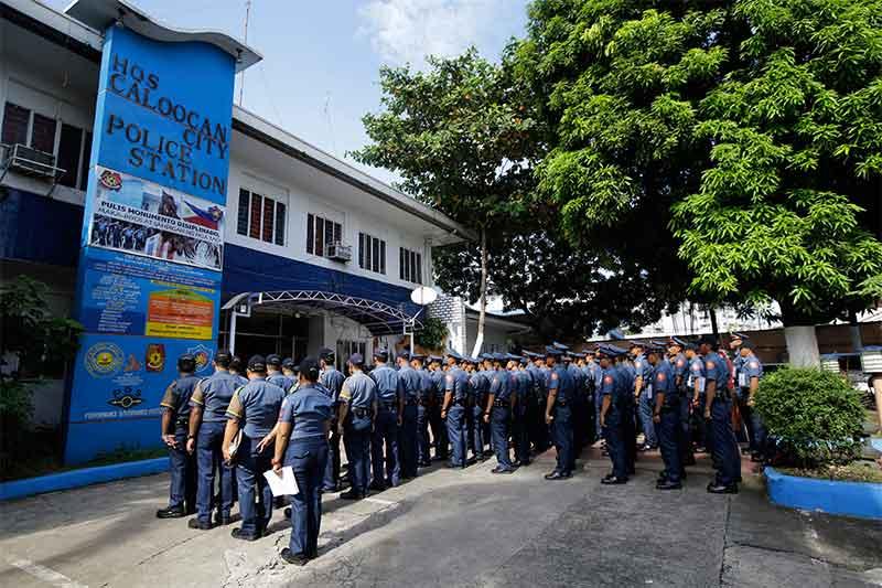 Cops in civilian clothes roams in Caloocan