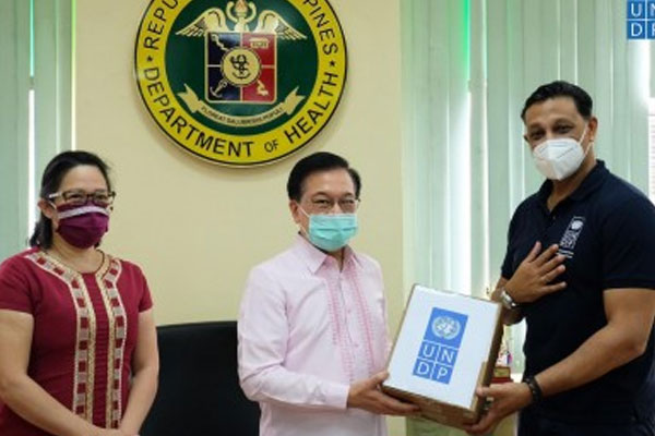 Health Undersecretary Mario Villaverde (center) receives a donation of face masks from UNDP Resident Representative Titon Mitra (right) in a turnover ceremony at the health department%u2019s main office in Manila on July 8, 2020 / UNDP
