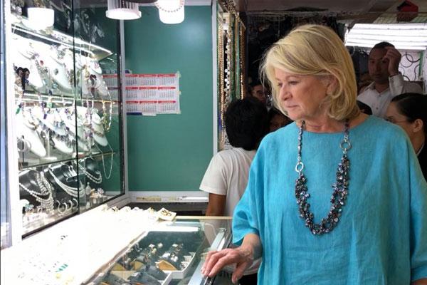 Stewart visits San Juan Greenhills Shopping Center