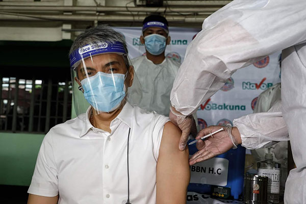 Mayor Toby Tiangco Monday received his first dose of vaccine against Coronavirus Disease 2019.