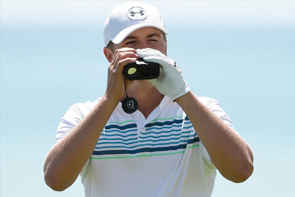 Jordan Spieth uses a laser rangefinder during a practice round at the 2015 PGA Championship. (Photo: Michael Madrid, USA TODAY Sports)