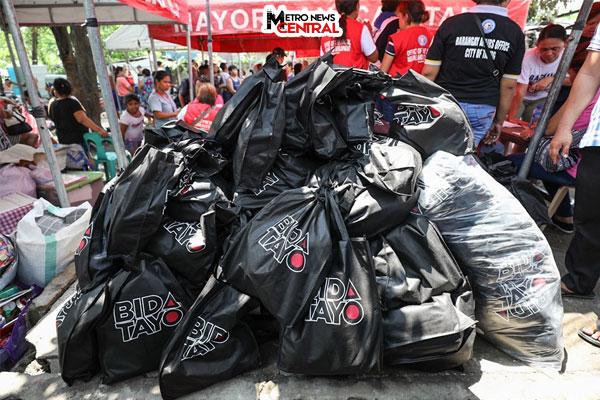 Taguig mayor aids Western Bicutan fire victims
