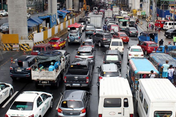 Metro Manila Highway / Photo Courtesy PIA / PNA