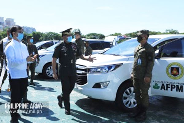Army commander, Lt. Gen. Gilbert Gapay (center), takes a look at one of the new vehicles donated to the Philippine Army by the Armed Forces and Police Mutual Benefit Association Inc. in Fort Bonifacio, Taguig City on Friday (July 10, 2020) / Photo courtesy of the Army Chief Public Affairs Office