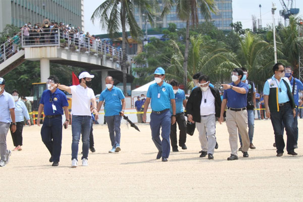 Manila City Mayor Francisco Domagoso and DENR Secretary Roy Cimatu visits Manila Bay / Facebook
