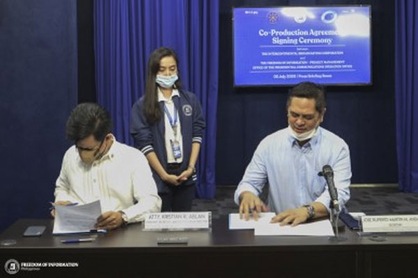 Presidential Communications Operations Office (PCOO) Secretary Martin Andanar (right) and Assistant Secretary Kristian Ablan (left). / PCOO