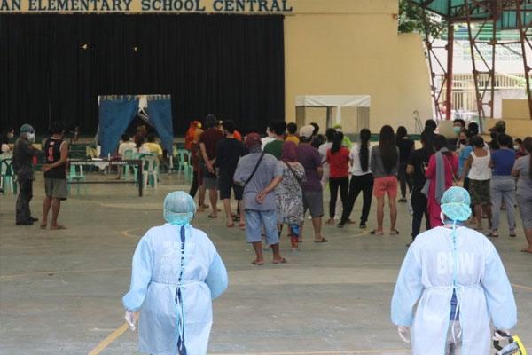 A medical team from Paranaque City conducts mass swab testing at Baclaran Elementary School in Barangay Baclaran in Paranaque City on Thursday (May 21, 2020) / PNA