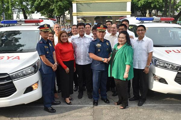 Las Pi%uFFFDas turn over of new patrol cars