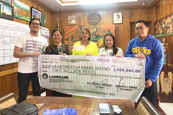 Muntinlupa LGU donated P2-M financial assistance to Batanes Provincial Government for the rehabilitation of the quake- stricken Itbayat town. Batanes Governor Marilou Cayco thanked the local government%2