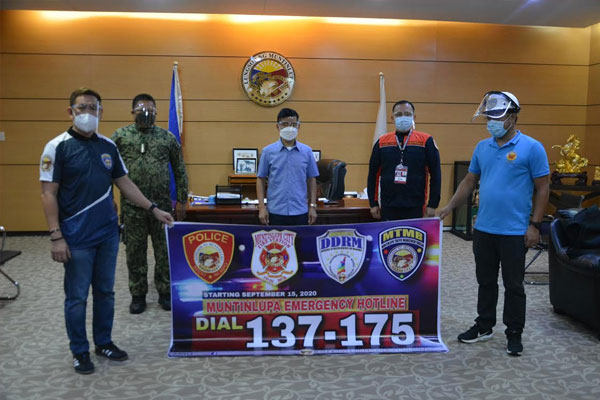 LAUNCHING OF MUNTI EMERGENCY HOTLINE 137-175: (L-R) Muntinlupa Traffic Management Bureau chief Danidon Nolasco, PNP Muntinlupa chief-of-police PCOL Melecio M. Buslig, Mayor Jaime Fresnedi, BFP Muntinlupa Supt. Roberto Samillano Jr. and MCDDRM chief Erwin Alfonso. / MNC Photo File