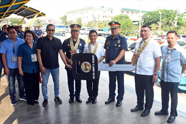 Mayor Jaime Fresnedi turns over ceremonial of 12 new patrol vehicles to PNP Muntinlupa chief PCol Hermogenes Cabe