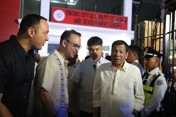 President Rodrigo Roa Duterte visits the Taguig Center for the Elderly on Thursday evening. He is joined by City Mayor Lino Cayetano, House Speaker and 1st District Representative Alan Peter Cayetano, and then later, 2nd District Representative Maria Laarni Cayetano / PIA