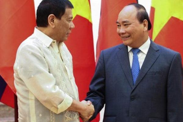 President Rodrigo Duterte is welcomed by Vietnamese Prime Minister Nguyen Xuan Phuc during a courtesy call on September 29, 2016 / PNA / Ace Morandante