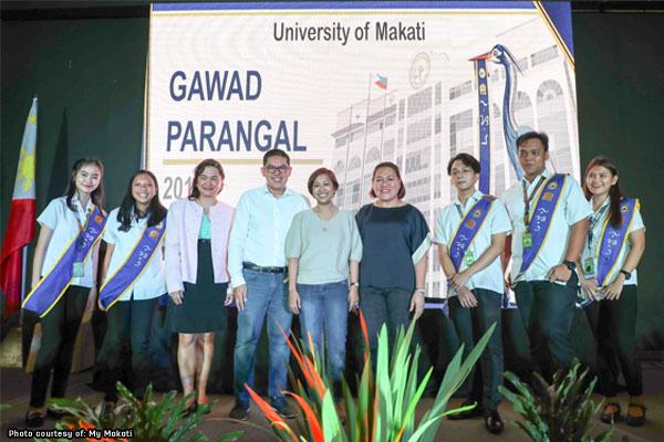 Makati rewards public school honor graduates with cash, laptops