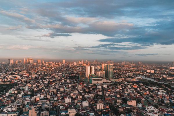 Metro Manila Skyline / Wikipedia