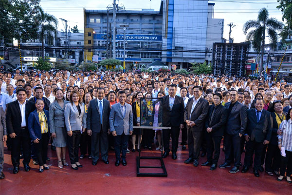 Mayor Jaime Fresnedi with Congressman Ruffy Biazon and other local officials of Muntinlupa City / Muntinlupa PIO