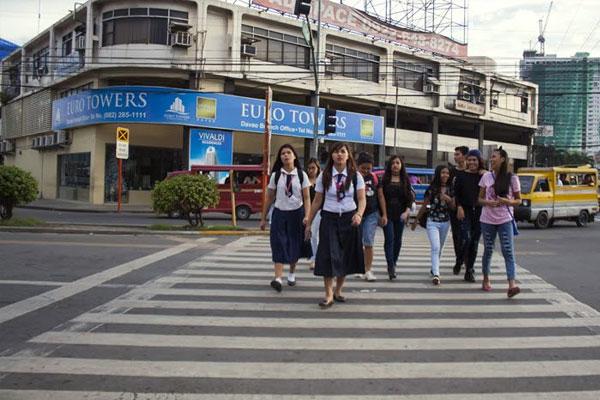 Filipino Commuters / iStockphoto