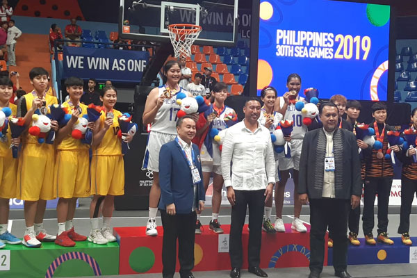 Members of the Philippine women's 3x3 team wins a gold medal / PNA