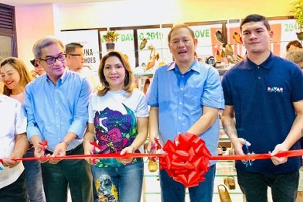 Marikina Mayor Marcelino Marcy Teodoro (2nd right) and Acting Davao City Mayor Sebastian Baste Duterte (right) lead the ribbon cutting for the opening of the Marikina Shoe Trade Fair store%