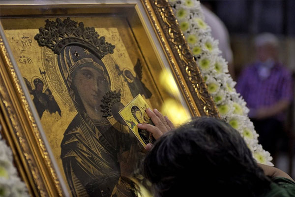 Our Mother of Perpetual Help icon inside Baclaran Church / Elmarc Lim / CBCP