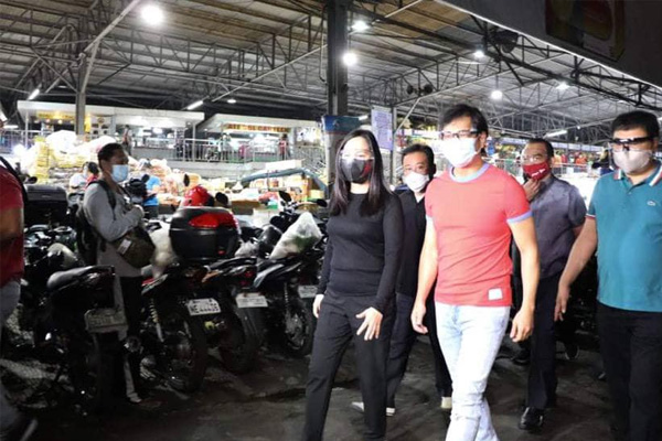 Mayor Joy Belmonte and Metro Manila Development Authority (MMDA) Chairman Benhur Abalos Jr. inspects Balintawak Market / QC PIO