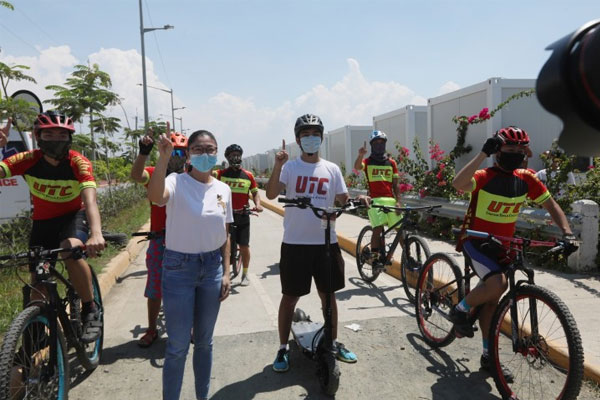 Taguig City Representative Maria Laarni Cayetano (2nd from left), and other local officials lead the launching of their 3.5-kilometer bike lane in time for the World Bicycle Day celebration at the Mercado Del Lago, Lakeshore Area, C6 Road in Barangay Lower Bicutan on Wednesday (June 3, 2020) / PNA