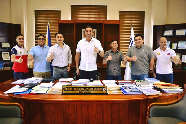 San Juan City Mayor Francis Zamora with mixed martial arts (MMA) legends Alvin Aguilar and Garrick Nayo to help the city government plan a sports program for the youth