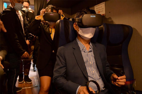 Mayor Jaime Fresnedi inaugurated the city%u2019s DRRM Mobile Learning Hub and tried the Virtual Reality facility during its inauguration ceremony last January 4.