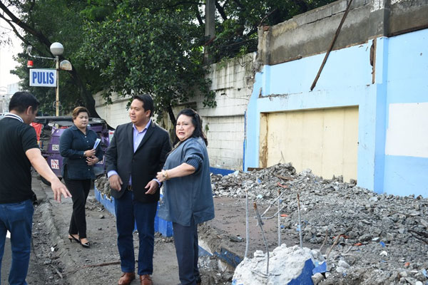 Las Pinas Mayor Mel Aguilar with DILG Undersecretary Echiverri inspects cleared roads / Las Pinas PIO