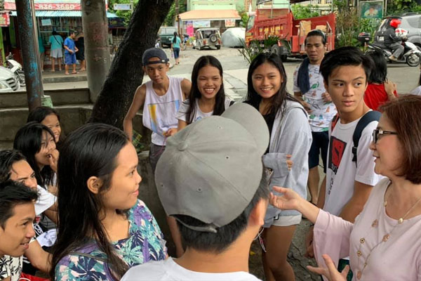 Mayor Emi talks to students about class suspensions / Pasay PIO