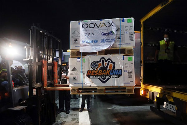 Airport personnel load the new shipment of 2,279,160 doses of Pfizer-BioNTech vaccines into a van for transport to Pharmaserv cold storage warehouse in Marikina City. Of the donated vaccines from COVAX Facility, which arrived at the Ninoy Aquino International Airport on Thursday (June 10) night, 1.9M are for NCR Plus, and 210,600 doses each for Cebu and Davao. (PNA photo by Joey O. Razon)