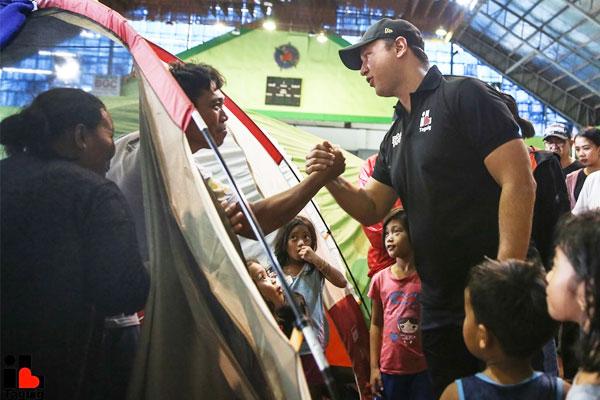 Mayor Lino Cayetano visits the evacuees / Taguig PIO