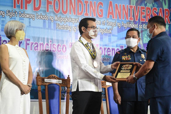 Manila Mayor Francisco Domagoso lauds the officers and men of the Manila Police District on their 120th founding anniversary on Wednesday. / Manila PIO