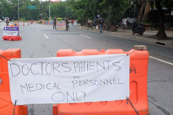 uthorities monitor those entering East Avenue from the Elliptical Road to BIR road in Quezon City due to several major hospitals in the area on Thursday (May 21, 2020) / PNA