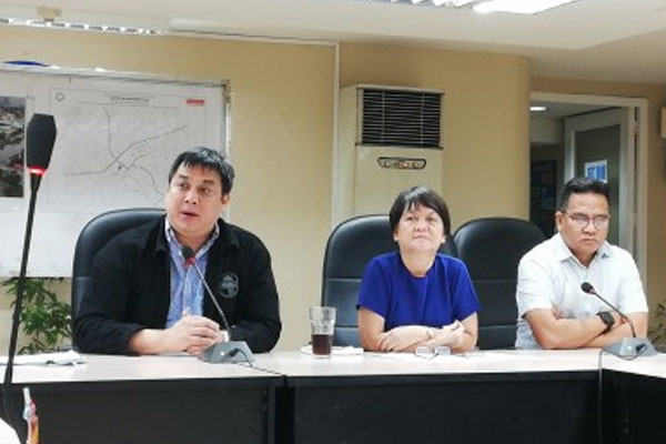 MMDA general manager Arturo Jojo Garcia (left), Edsa Special Traffic and Transport Zone head Edison Bong Nebrija (right), and other MMDA officials hold a press conference on granting the MMDA police powers. / PNA