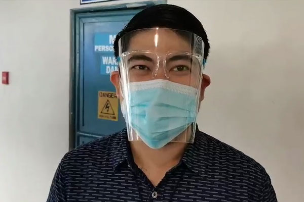 Dr. Rocky Dizon, an internist at the Amang Rodriguez Memorial Medical Center (ARMMC) in Marikina City said he is happy after getting inoculated with the Covid-19 vaccine at the Marikina Sports Complex on Tuesday (March 2, 2021). Dizon, along with three other doctors, urged the public and fellow healthcare workers to get vaccinated to get an extra layer of protection against Covid-19. (PNA photo by Lloyd Caliwan)