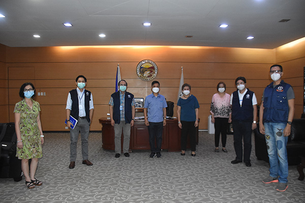 Department of Health and World Health Organization execs led by DOH Regional Director Dr. Corazon Flores visited Muntinlupa Mayor Jaime Fresnedi for a courtesy visit on Thursday and cited the local exec%u2019s leadership and response to the pandemic.