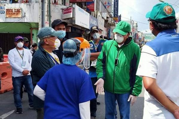 Paranaque City Mayor Edwin Olivarez monitors barangay Baclaran lockdown / Photo Courtesy of Mayor Edwin Olivarez Facebook page